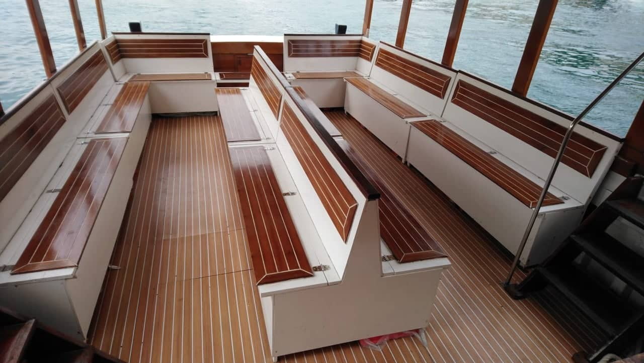 boat for group tours in dubrovnik interior