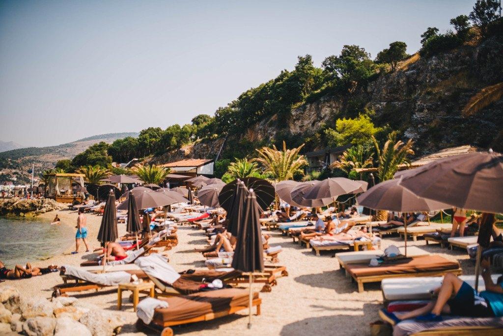 coral_beach_club_beach_life