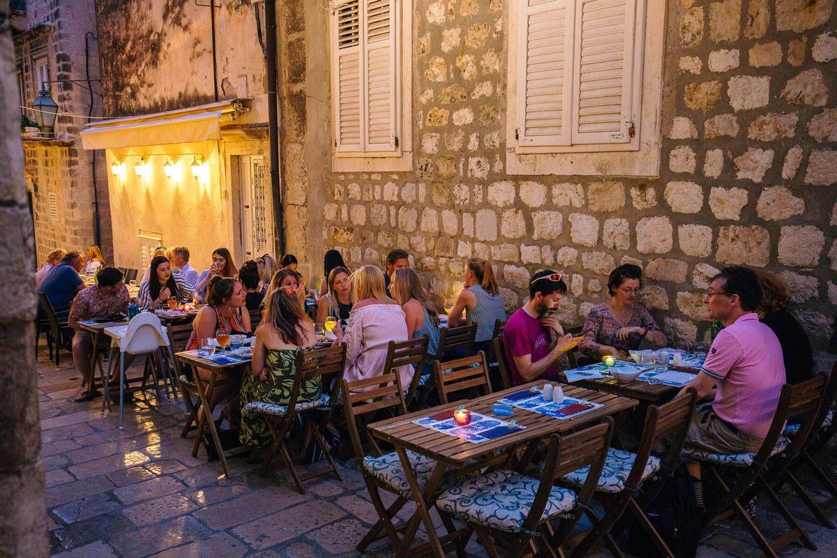restaurant_lajk outside